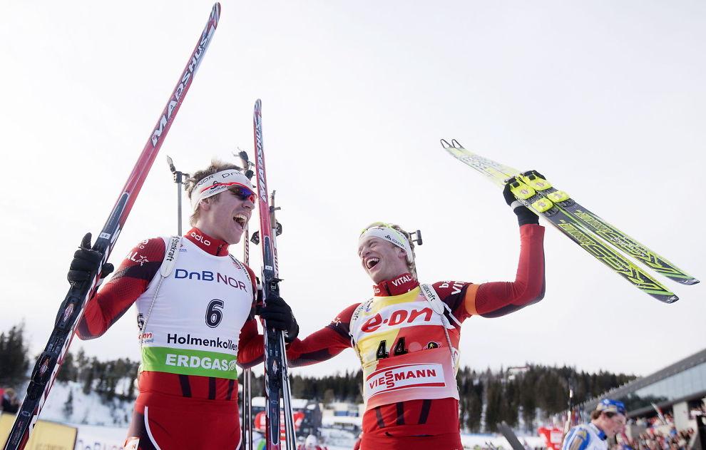 <p>VERDENS BESTE KOMPISER: Emil Hegle Svendsen (til venstre) og Tarjei Bø jubler etter jaktstarten i Holmenkollen i 2011. Dagen etter sikret Bø seg sammenlagtseieren i verdenscupen på hjemmebane foran Svendsen.<br/></p>
