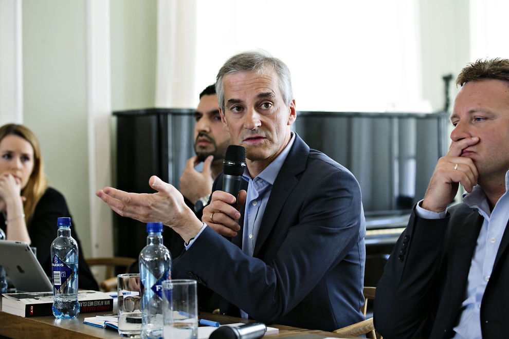 Jonas Gahr Støre i debatt med Vebjørn Selbekk hos fritt ord for åtte måneder siden.