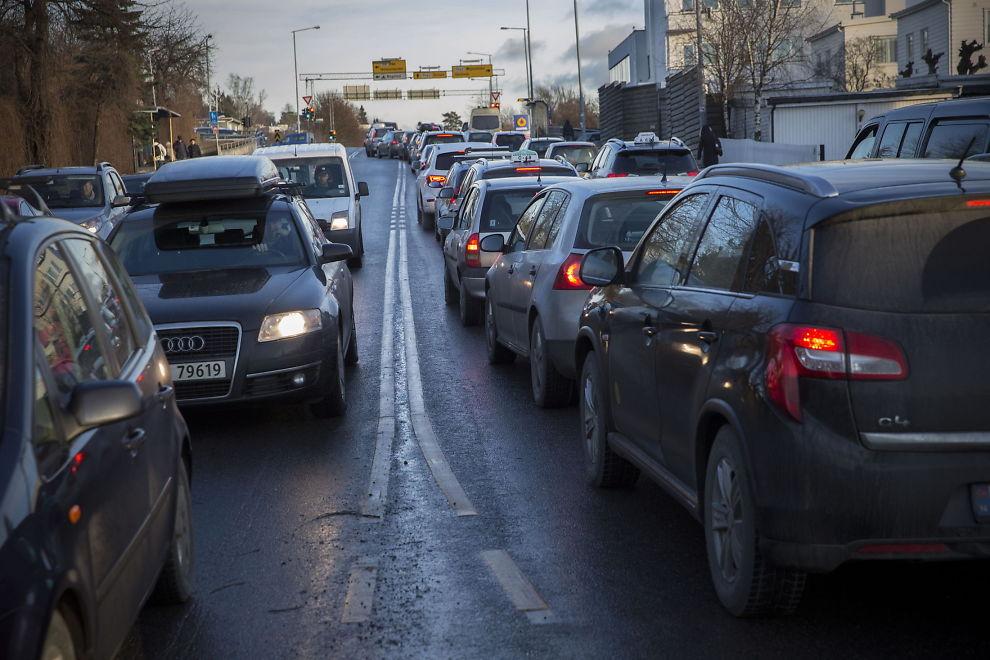 <p>DÅRLIG LUFT: Ring 3 langs Smestad i Oslo er blant Oslos mest forurensede veier. Nå kan det komme dramatiske tiltak for å ta ut dieselbilene, som forurenser mest. Slik ser det ut i Smestadkrysset en vanlig dag.<br/></p>