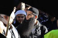 Islamisten Arfan Bhatti (37) siktet for familievold:  Vil møte barna