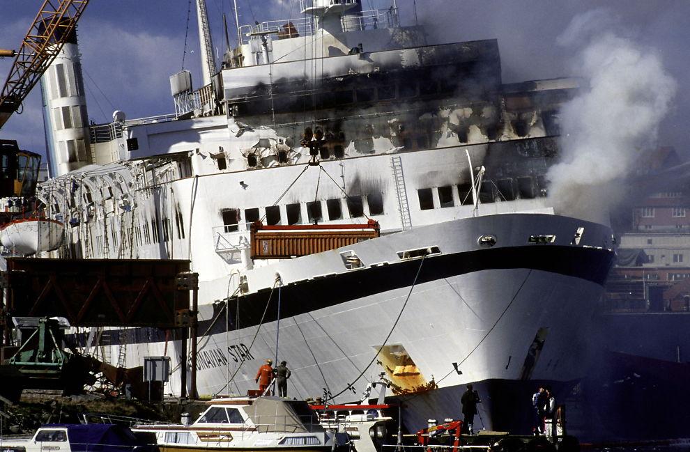 <p>I LYSEKIL: Scandinavian Star brant i flere døgn. Fergen ble slept til havn i svenske Lysekil.<br/></p>