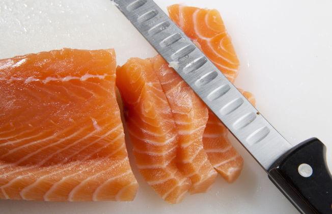 <p>FET FISK: Ifølge rapporten er det fortsatt mange som spiser for lite fisk, - særlig unge kvinner. Inntak av fisk kan blant annet bidra positivt til utviklingen av nervesystemet hos foster og spedbarn.</p>
