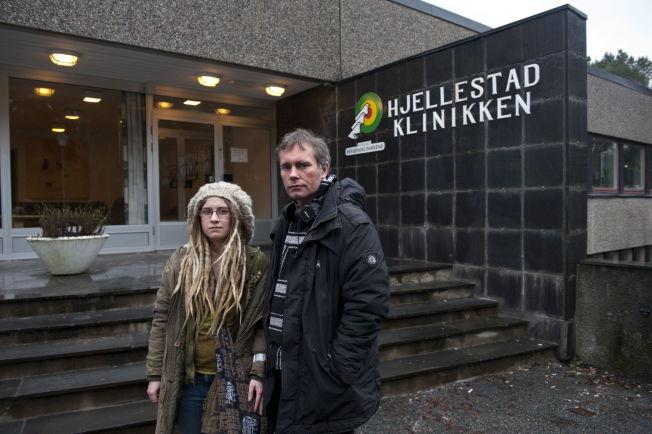 <p>HJEM NESTE: Det er Arild og kjæresten Line Pedersens siste dag på Hjellestadklinikken for avrusning utenfor Bergen.</p>