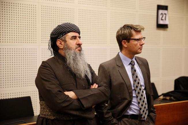 TIL STEDE: Mulla Krekar møtte i Oslo tingrett tirsdag. Her sammen med i advokatfullmektig Bjørn Andre Gulstad.