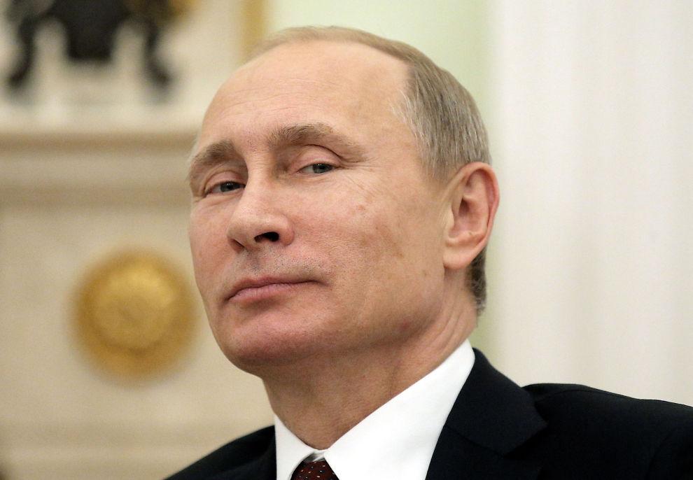 <p>OMSTRIDT: Russlands president Vladimir Putin, her mens han smiler til kamera i forbindelse med et statsarrangement i Moskva før jul i fjor.<br/></p>