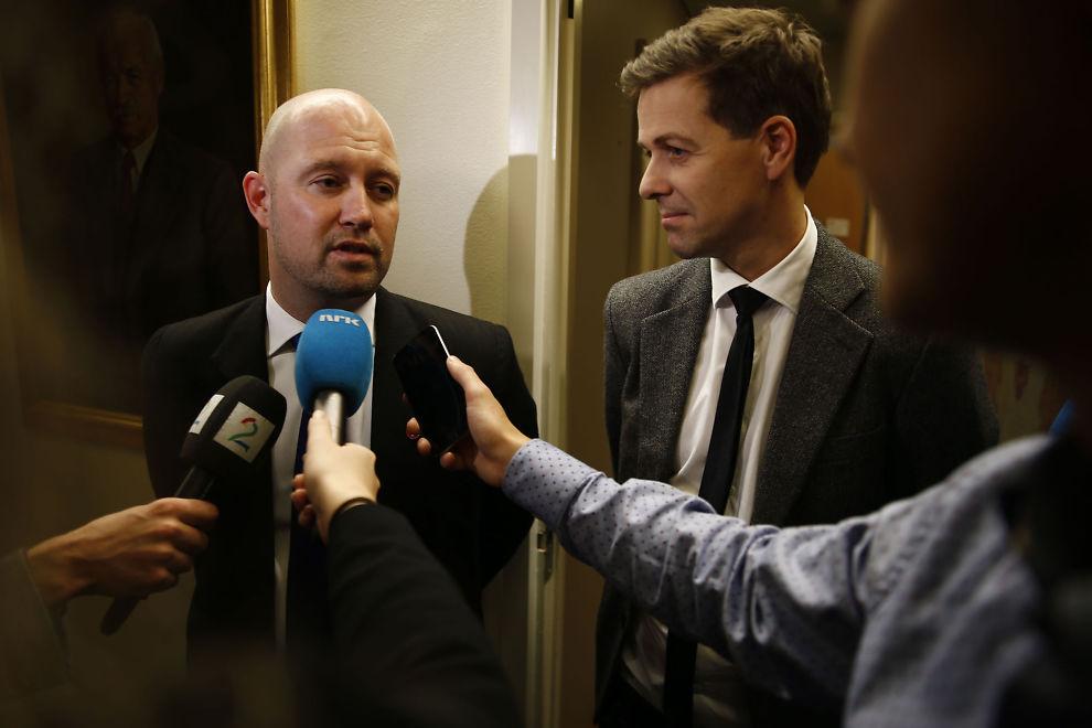 <p>VAR ENIGE: Justisminister Anders Anundsen og KrF-leder Knut Arild Hareide i fjor da regjeringen og støttepartiene kom til enighet om en ny asylavtale. – Jeg gjør mitt ytterste for at den avtalen skal oppfylles, skriver Anundsen.</p>