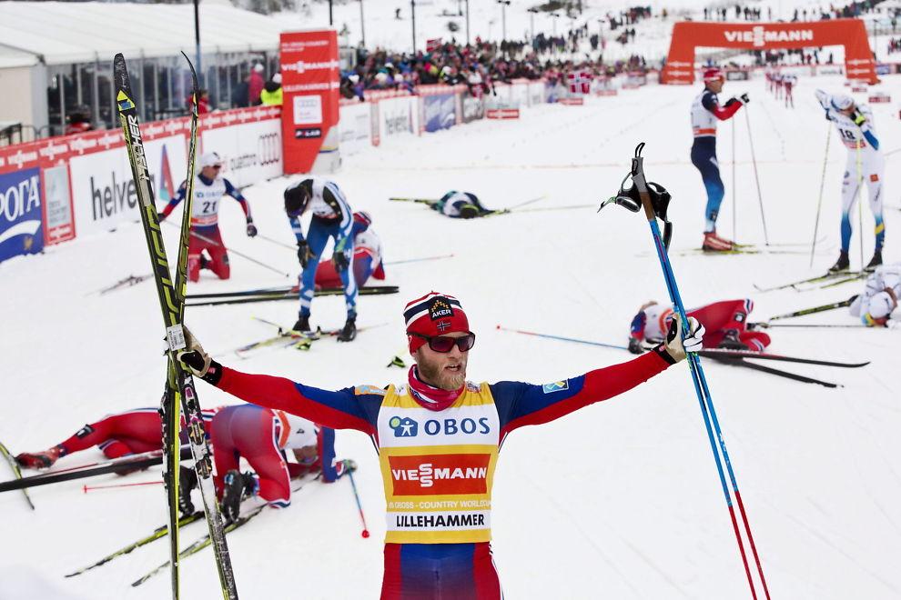 <p>TOTAL DOMINANS: Norge dominerer sporten sportslig og økonomisk. Her jubler Martin Johnsrud Sundby etter den helnoske dominansen i verdenscupen på på Lillehammer i desember. Foto: Geir Olsen, VG</p>