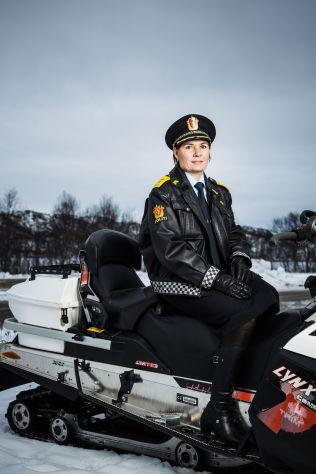 <p>SKEPTISK: Politimesteren i Østfinnmark politidistrikt, Ellen Katrine Hætta, på grensen mellom Norge og Russland i forbindelse med en tidligere reportasje i VG Helg.<br/></p>