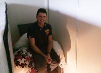 Syklon herjer i Australia: James (32) har barrikadert seg