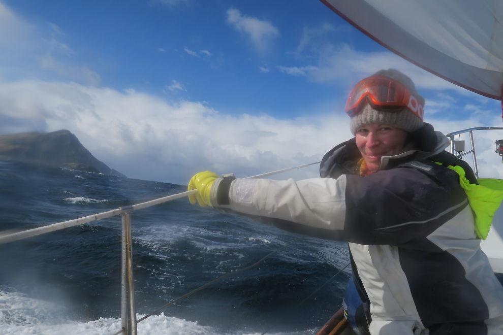 <p>PÅ SJØEN: Anne Kat. Hærland er med på Jarle Andhøys nyeste seilas.</p><p><br/></p>