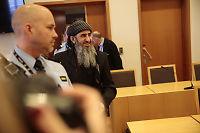 Krekar i retten: Skylder på NRK