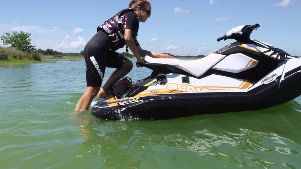 OMSTRIDT: Vannscooterførere har et annet regelverk å forholde seg til enn den øvrige fritidsbåtflåten.