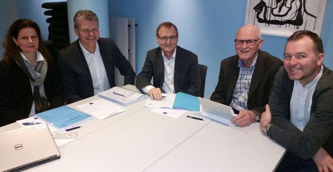 <p>BESLUTNINGSFORUM: Cathrine M. Lofthus (fra venstre) , Herlof Nilssen, Lars H. Vorland, Daniel Haga og Øistein Myhre Vinje som er observatør fra de Regionale brukerutvalgene.</p><p></p>
