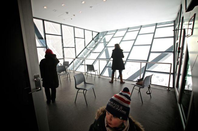 <p>TIL VANLIG: Slik ser rommet på toppen av Holmenkollbakken ut når publikum kan komme og se på utsikten.</p><p><br/></p>