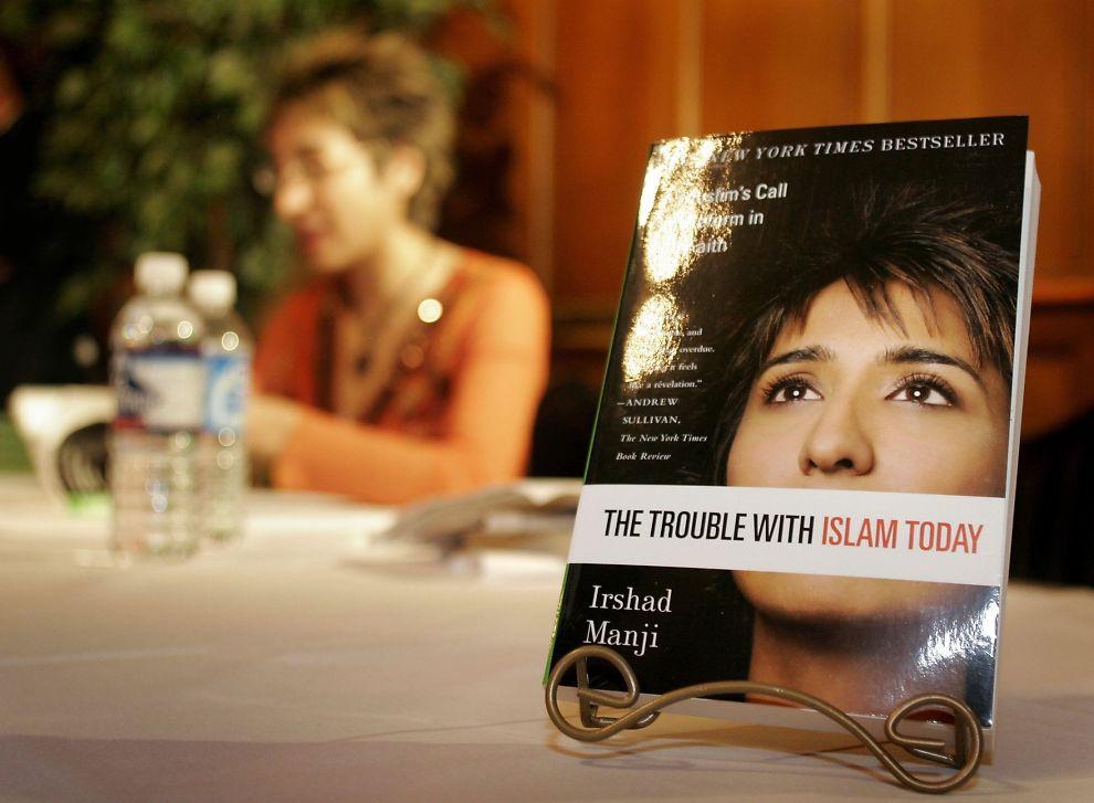 <p><br/></p><p><b>FEMINIST:</b> Den muslimske feministen og forfatter, Irshad Manji, maner til kvinneopprør i islam og kamp for ærlighet og forandring. Denne kampen trenger hun støtte av kvinnebevegelsen på 8. mars til, skriver kronikkforfatteren.Foto: AFP</p>