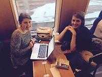 Britiske Laura og Victoria skulle fly Norwegian– overnattet på Oslo S