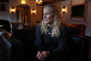 <p>LEDESTJERNE: Hun har lært oss så mye. Hun spurte om alt hun ønsket å lære om det norske samfunnet, og hun våget å sette det ut i livet. Hun var vår ledestjerne, skrev mottaksleder Gry Herland i minneordet om Hanan. Her fra et intervju med henne dagen etter kvinnen ble funnet.</p>