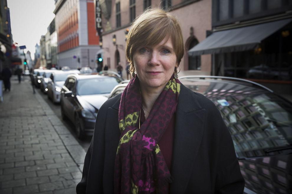 <p>ALLEMANNSDROSJE: Direktør Christine B. Meyer i Konkurransetilsynet legger frem et forslag som gjør at blant annet Uber kan få drive lovlig i Norge. Foto: TERJE BRINGEDAL/VG</p>