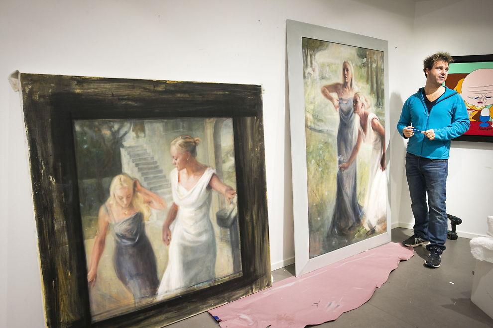 <p>SOM GRESKE GUDINNER: Vebjørn Sand har malt Cecilie og Kathrine Astrup Fredriksen inn i en ny setting.<br/></p>