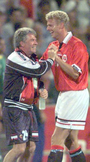 <p>DRILLOS GIGANT: Jostein Flo (194 cm) feirer seieren over Brasil i 1998-VM.<br/></p>