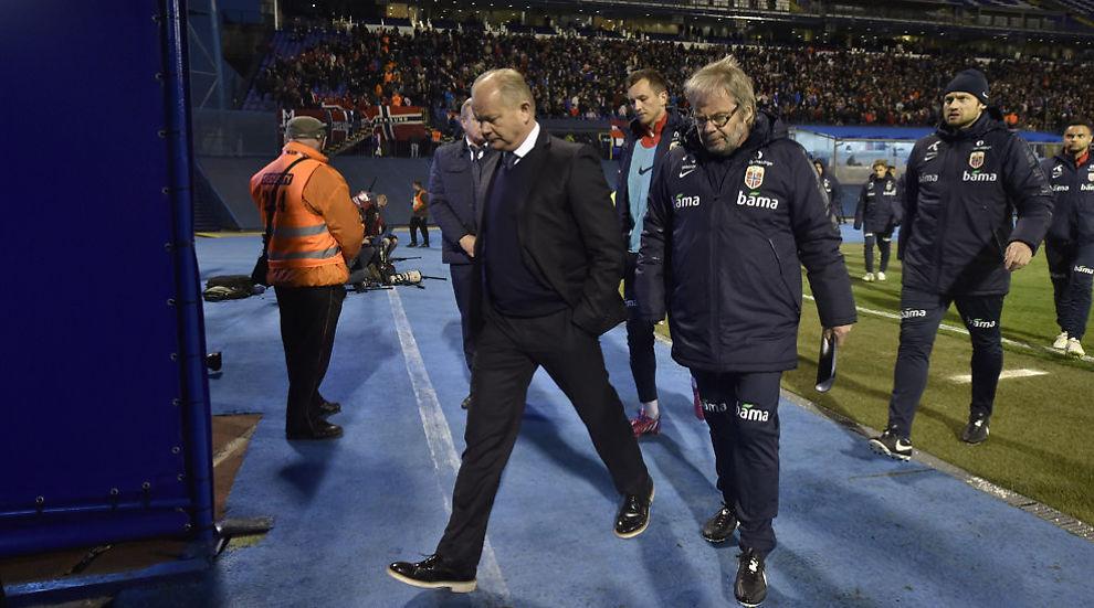 <p>FORLOT ÅSTEDET: Iført pensko tråkket landslagssjef Per-Mathias Høgmo og hans assistent Jarl Torske (til høyre) inn i garderoben på stillingen 0-1 til Kroatia. Etter hvilen ble det verre. Mye verre.<br/></p>