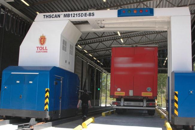 TAR MANGE: Denne skanneren på Svinesund er landets eneste stasjonære.