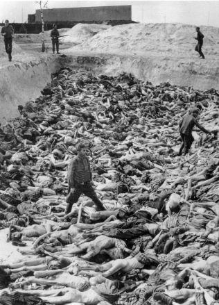 <p>GRUSOMT: Tusenvis av mennesker døde i konsentrasjonsleiren Bergen-Belsen. Dette bildet er tatt kort tid etter at leiren ble frigjort i april 1945. Foto: AP<br/></p>