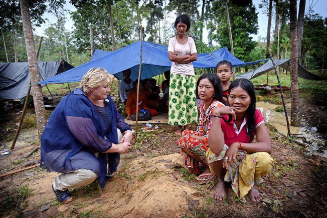 <p>VEL FREMME: Erna Solberg satte seg uanfektet ned og hørte en halvtime på hva urbefolkningen, som bor i og av skogen, hadde å si, før hun vendte om og dro hjemover.</p>