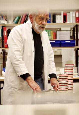 <p>ADVART LENGE: Professor ved Karolinska Institutet i Stockholm, Tore Midtvedt, takker massemedie og forbrukermakten for å presse på for å fjerne narasin i kyllingfôr. Selv har han og flere andre lenge forsøkt å ta opp temaet.<br/></p>