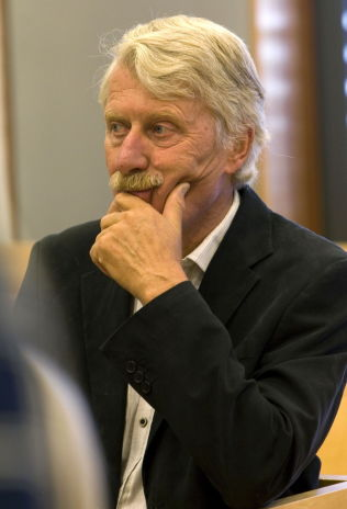 <p>Professor emeritus i Balkan-studier, Svein Mønnesland.<br/></p>