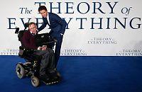 Stephen Hawking opptrer på musikk-festival