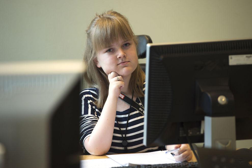 <p>NEKTES: Psykologistudent Karina Harkestad sitter i rullestol og trenger assistanse i hverdagen. På grunn av det nektes hun å studere i USA. Foto: MARIT HOMMEDAL / HANDIKAPNYTT</p>