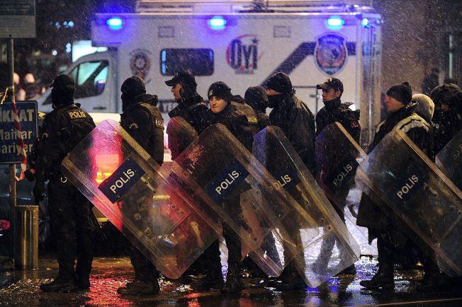 <p>I HJERTET AV ISTANBUL: Etter at Diana hadde sprengt seg selv og drept en politimann, ble hun raskt knyttet til IS via ektemannen Edelbijev. Bildet er fra åstedet samme natt som angrepet skjedde.<br/></p>