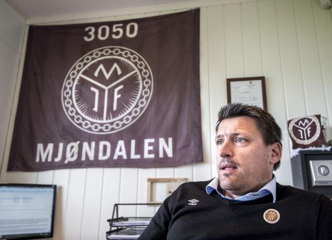<p>BETALER RETTFERDIG: Sportssjef Kenneth Karlsen i Mjøndalen forteller om det spesielle lønnssystemet i klubben. – Spillerne skal ikke nødvendigvis ha lav lønn, men det må stå i samsvar med klubbens inntekter, sier han.<br/></p>