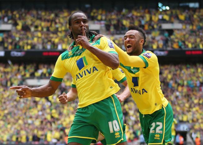 HELTENE: Cameron Jerome (t.v.) og Nathan Redmond scoret hvert sitt mål på Wembley. Her jubler de etter Jeromes 1-0-mål.