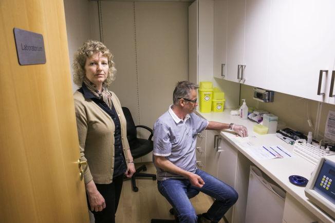 <p>TJENER PENGER PÅ KOSTTILSKUDD: BioTek, laboratoriet bak en av Norges største matintoleranse-tester, selger både kosttilskudd og tar testene. Her er personene bak BioTek Norge, heilpraktiker Linda Rahbek og homeopat Jan Bjerke.<br/></p>