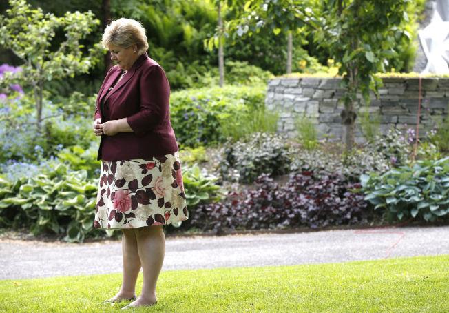 <p>STATSMINISTER-FORBILDE: Høyre-leder Erna Solberg, her i hagen til regjeringens representasjonsbolig onsdag.<br/></p>