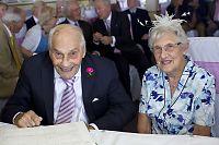 George (103) og Doreen (97) ble verdens eldste nygifte par