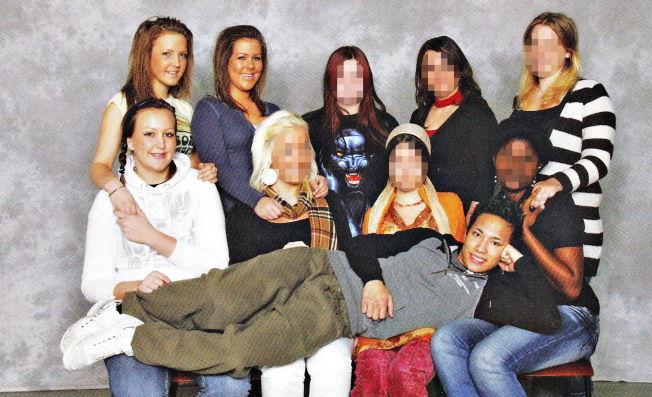 """<p>IS-KRIGER: Torleif Angel Sanchez Hammer på fanget til fire jenter i klassen på Glemmen VGS. De tre jentene til venstre <a href=""""http://www.vg.no/nyheter/innenriks/terrorisme/torleif-var-en-av-jentene-naa-er-han-is-terrorist/a/23390494/"""">har tidligere fortalt VG</a> om forholdet til den daværende klassekameraten.</p>"""
