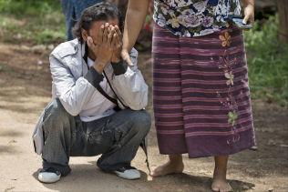 <p>GLEDESSYN: I 1993 når Naing forlot landsbygda i Mon State rakk han aldri å si farvel til sin mor. Her ser han henne for første gang på 22 år.<br/></p><p><br/></p>