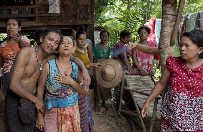 <p>TILBAKE: Myints mor, Khin Than, var sjeleglad over å få sønnen, hun trodde hun hadde mistet, tilbake.</p>