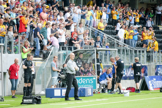 <p>SKUFFET: Stabæk-trener Bob Bradley var meget skuffet etter å ha sett laget sitt bli knust av Start.</p>