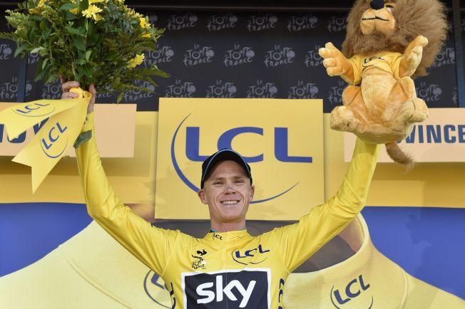 LEDER TOUREN: Chris Froome tok andreplassen på etappen, bak Rodriguez, og overtok den gule trøya.