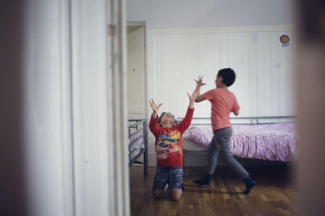 <p>SOMMERFERIE: Alkeo Kastrioti (8) er glad for å ha sommerferie, fordi da kan han leke så mye han vil sammen med tvillingbror Angelo.<br/></p>