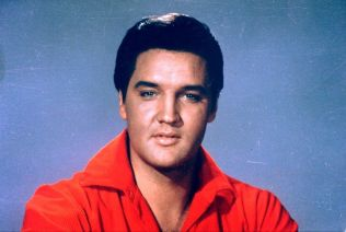 <p>KONGEN AV ROCK: Elvis Presley, fotografert i 1964.<br/></p>