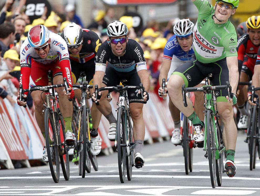 <p>SLITER I TOUREN: Mark Cavendish (i midten) blir en av Alexander Kristoffs (t.v) farligste konkurrenter i dag. I mellom de to: Edvald Boasson Hagen. Til høyre Andre Greipel som syklet inn til seier på den femte etappen i Tour de France.<br/></p>