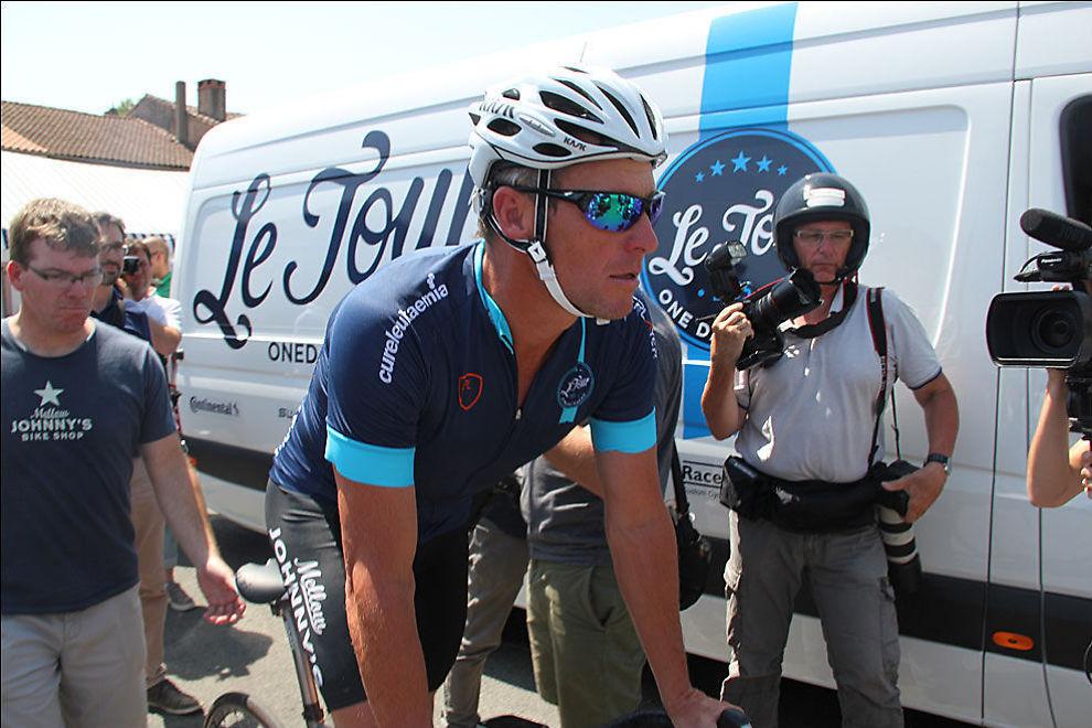 <p>SIRKUS ARMSTRONG: Lance Armstrons tilbakekomst i Tour de France har vært omdiskutert, og et stort pressekorps følger amerikaneren i Frankrike.</p>