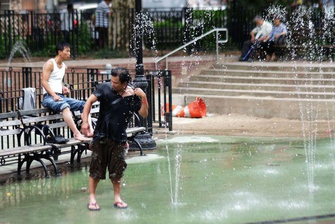 <p>SVAL DUSJ: Så langt har 2015 vært det varmeste året noensinne målt. I juni måtte innbyggerne i New York ty til fontenebading for å avkjøle seg.<br/></p>