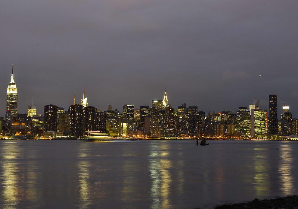 <p>OPPVEKSTROMAN: Omgivelsene i Brooklyn har forandret seg mye siden tiden boken kom, men den er fortsatt like aktuell. Her ser man Manhattan skyline fra Brooklyn.</p>