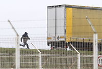 Desperat flyktningkrise i fransk havneby